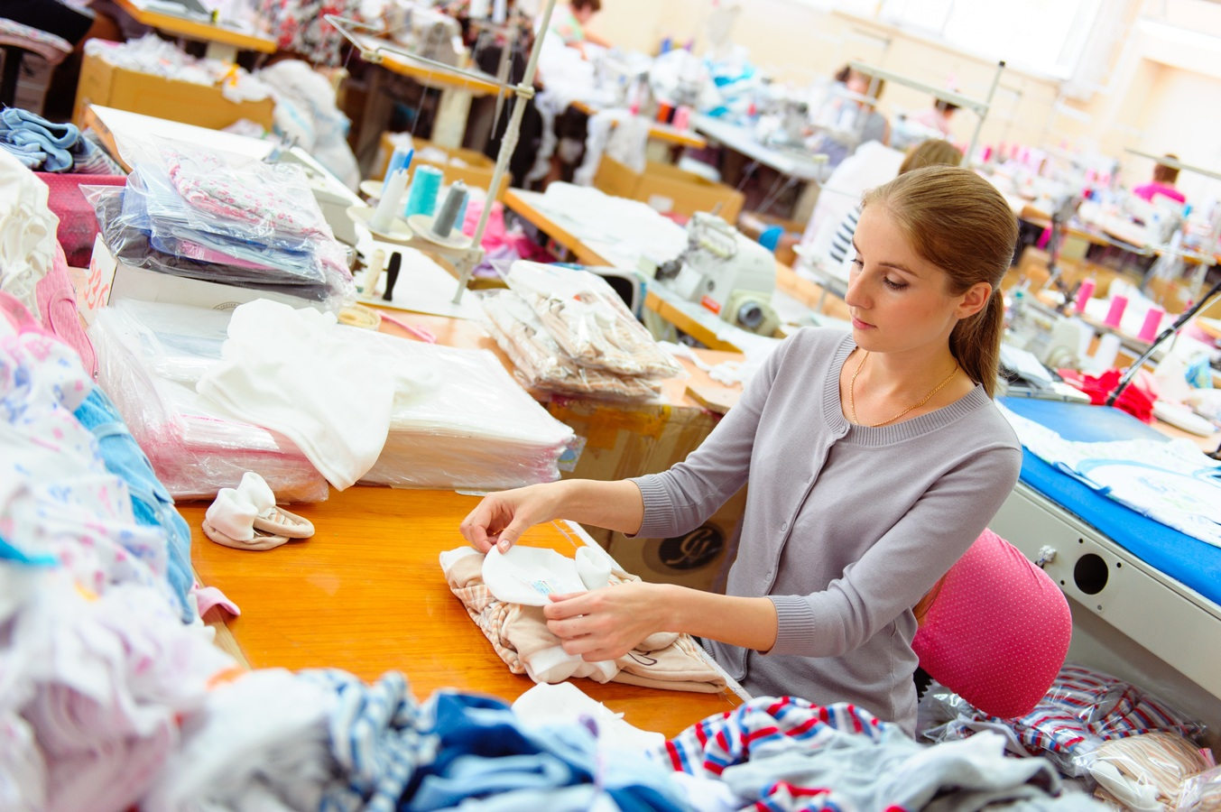 Foto di una lavoratrice - PROMODA - Gestionale per aziende di produzione abbigliamento